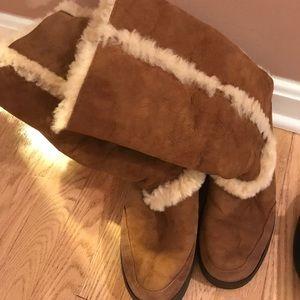 UGG Australia Ladies Boot Chestnut Color Size 8.5